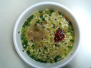 日清スープの達人赤辛醤とんこつ2.JPG